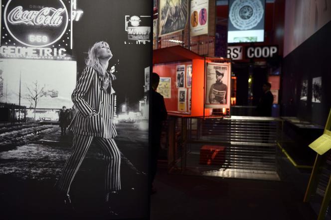 Une photo de Nico, présentée à l'exposition « The Velvet Underground, New York Extravaganza ».