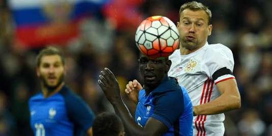 Mamadou Sakho et Patrice Evra, le 29 mars, lors de la victoire (4-2) des Bleus face à la Russie.