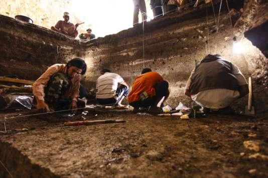 Les fouilles conduites dans la grotte de Liang Bua, en Indonésie, ont aussi livré des fossiles d'homme moderne, dans les strates plus récentes.