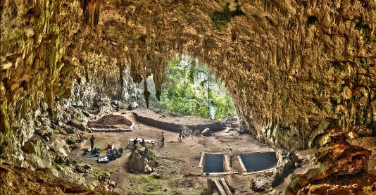 """La grotte de Liang Bua, sur l'île de Flores, en Indonésie, a été occupée par """"Homo floresiensis"""" entre - 100000 ans et - 60000ans, selon de nouvelles datations."""