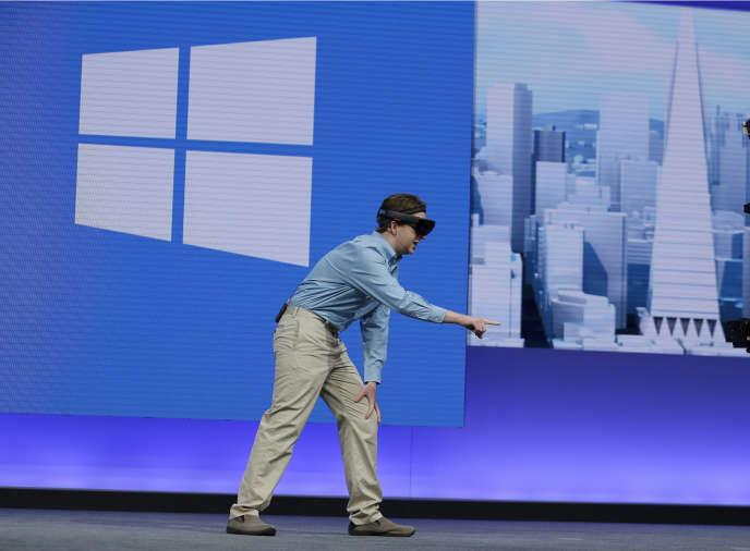 Microsoft vient de lancer Hololens, un casque qui permet d'ajouter du contenu (hologrammes, textes, vidéos) sur le champ de vision de l'utilisateur.