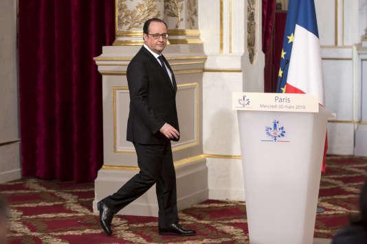 François Hollande à l'Elysée, mercredi 30 mars 2016, annonçant son renoncement à la réforme de la Constitution.