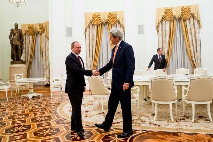 John Kerry et Vladimir Poutine se rencontrant au Kremlin de Moscou, le 24 mars 2016.