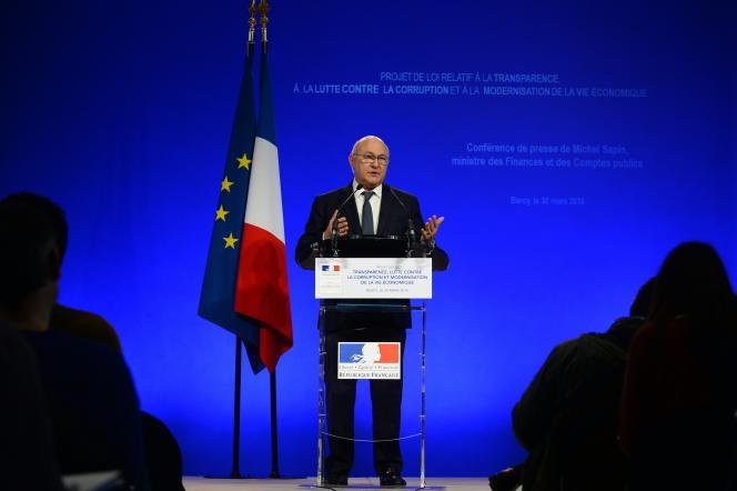 Michel Sapin, ministre des finances, pendant la présentation de son projet de loi pour la lutte contre la corruption, le 30 mars.