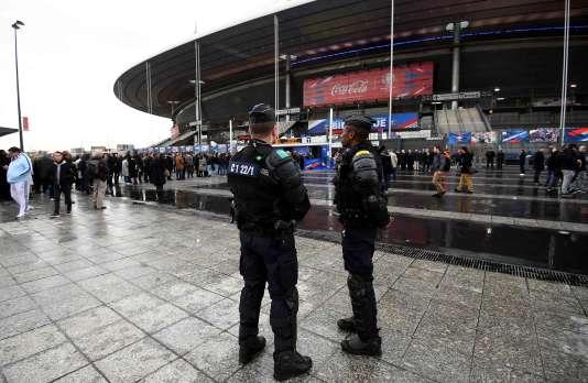 Aux abords du Stade de France, avant France-Russie, mardi 29 mars.