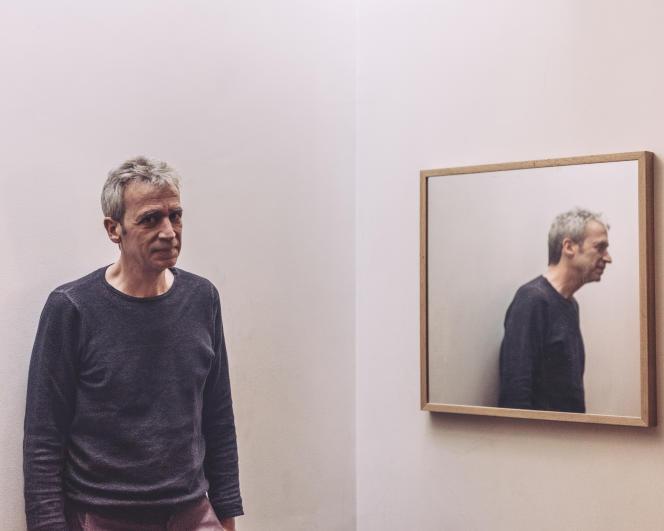 Laurent de Wilde chez lui à Paris, en mars 2016.