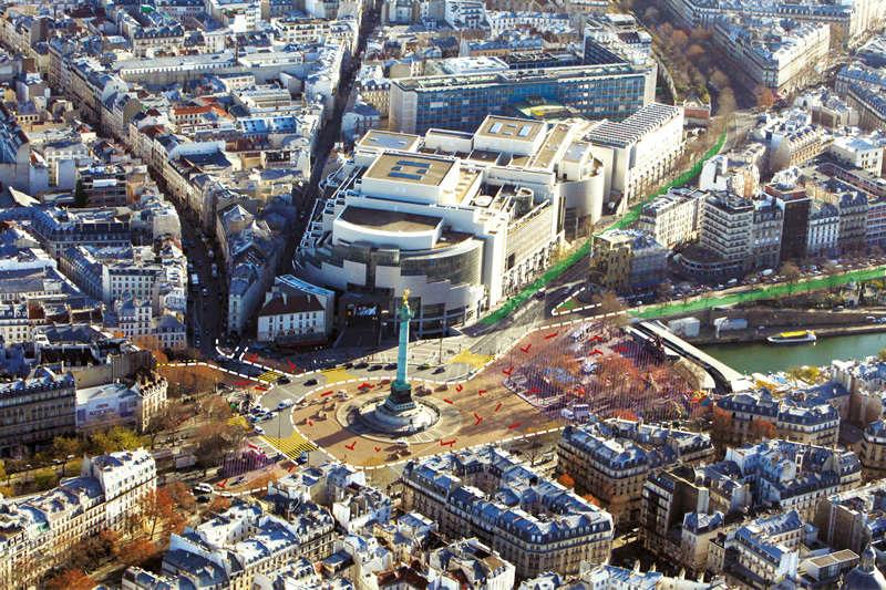 La place de la Bastille sera ouverte sur le bassin de l'Arsenal, avec une grande esplanade sur laquelle seront disposés des mobiliers urbains.