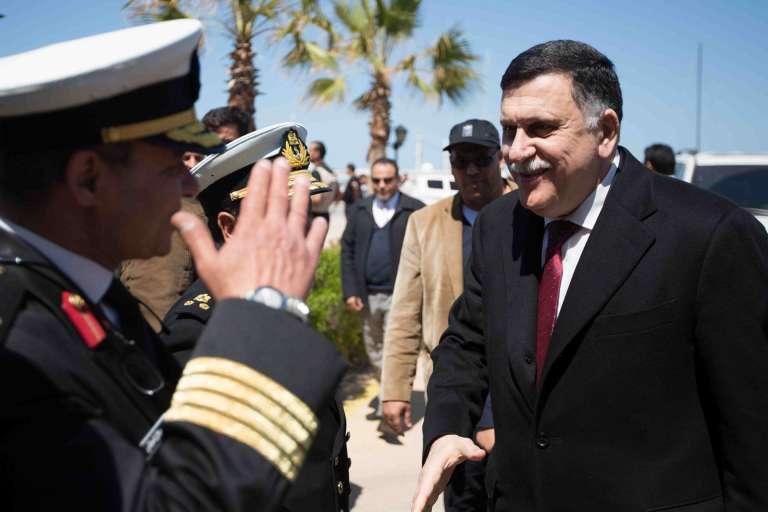 Le chef du gouvernement libyen d'union nationale, Faïez Sarraj, est arrivé à Tripoli mercredi 30 mars dans un contexte toujours tendu.