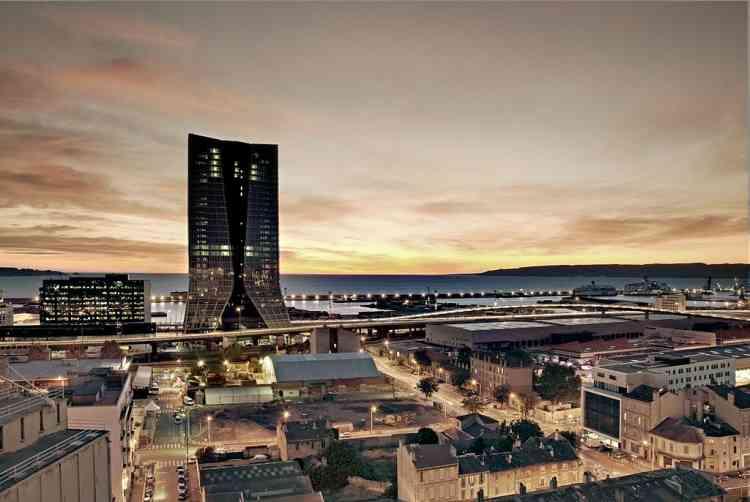 Inaugurée en 2012, la tour CMA-CGM, qui abrite le siège social de la compagnie de transport maritime CMA-CGM,  est le plus grand immeuble à usage de bureaux de Marseille. L'édifice fut la première tour de bureaux conçue par l'architecte.