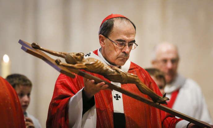 Le Cardinal Philippe Barbarin lors d'une messe à la cathédrale Saint-Jean à Lyon le 25 mars 2016.