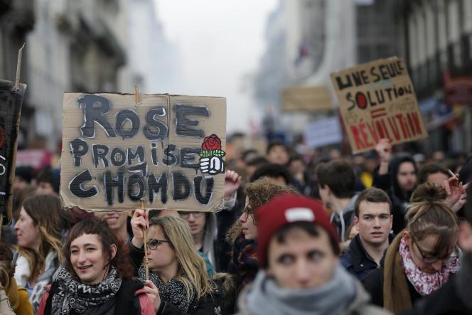 Des lycéens lors d'une manifestation contre la loi travail, à Nantes le 31 mars 2016.