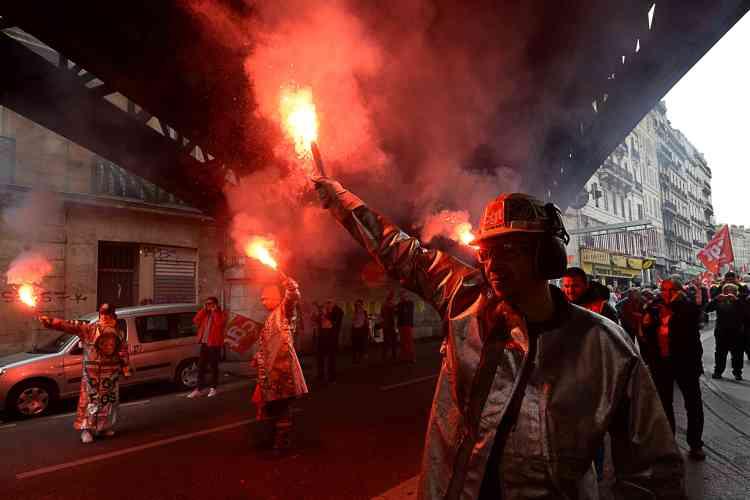 Selon la préfecture de police, 11 200 personnes ont défilé à Marseille pour demander le retrait du projet de loi sur le travail.