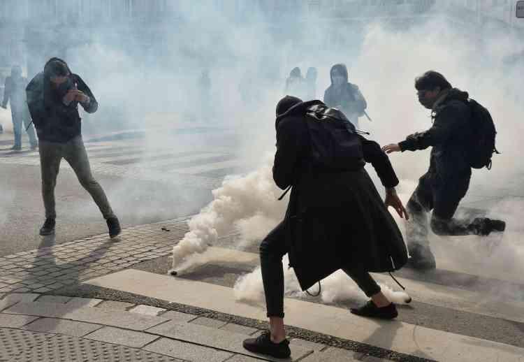 Des heurts ont opposé des manifestants aux forces de l'ordre à Rennes, lesquelles ont répliqué par des tirs de gaz lacrymogène.