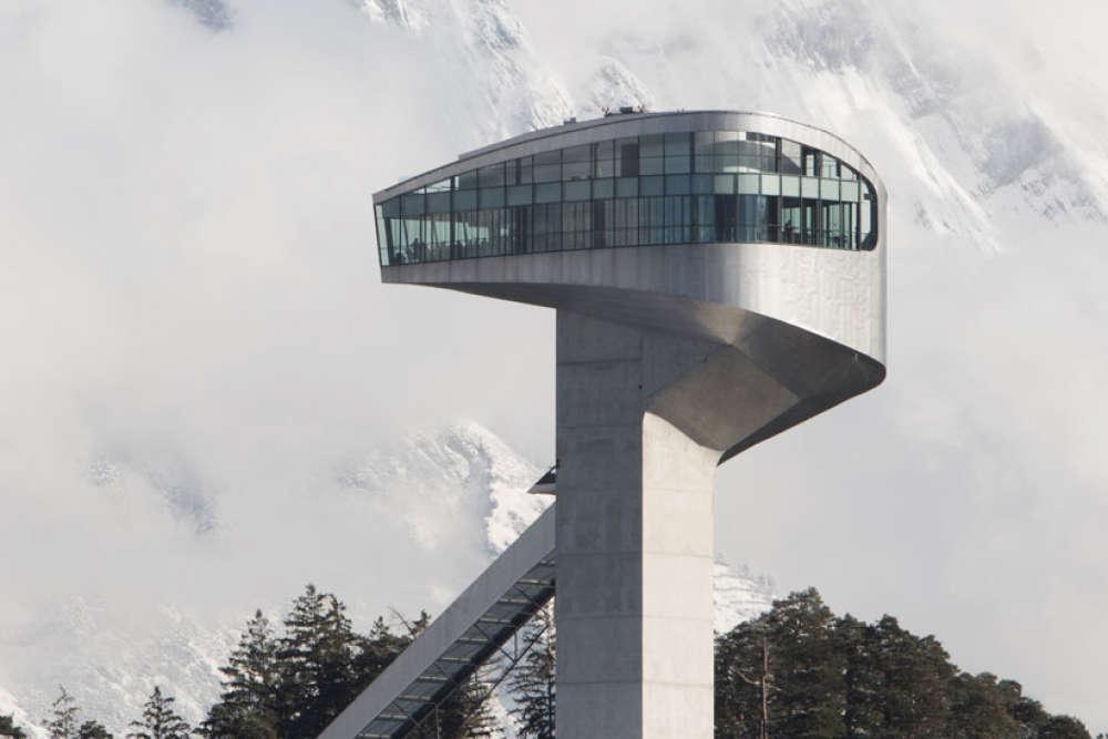 La structure du tremplin de saut à ski d'Innsbruck, en Autriche, conçue par Zaha Hadid, a été inaugurée en septembre 2002. La structure, que l'architecte avait décrite comme un « hybride organique », est depuis devenue une étape touristique dans le cadre du paysage enneigé du Bergisel.