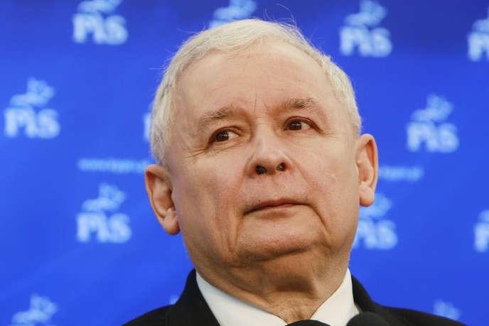Jaroslaw Kaczynski, président du parti polonais Droit et justice, au pouvoir depuis octobre 2015, a fait voter mi-avril une loi qui rigidifie l'accès aux terres agricoles.