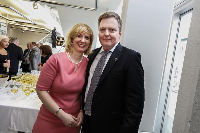 Le premier ministre islandais, Sigmundur David Gunnlaugsson et son épouse lors d'une fête privée pour son 40è anniversaire.