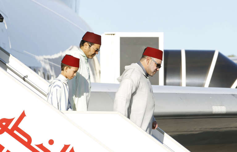 Le roi Mohammed VI et le prince Moulay Rachid, en 2014 à Tunis.