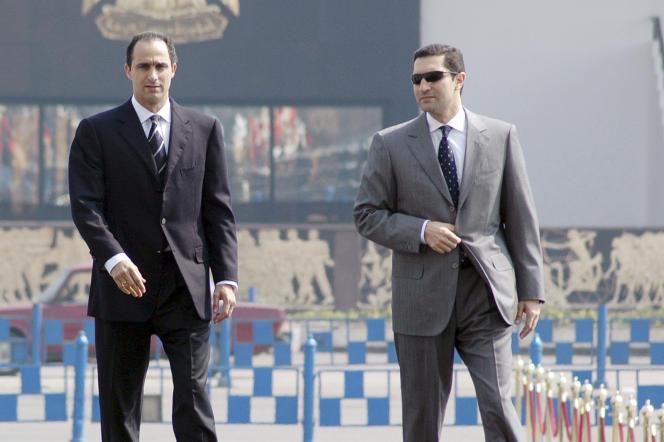 L'homme d'affaires, Alaa Moubarak (à droite), fils de l'ancien président égyptien Hosni Moubarak, et son frère, Gamal, en 2006 au Caire.