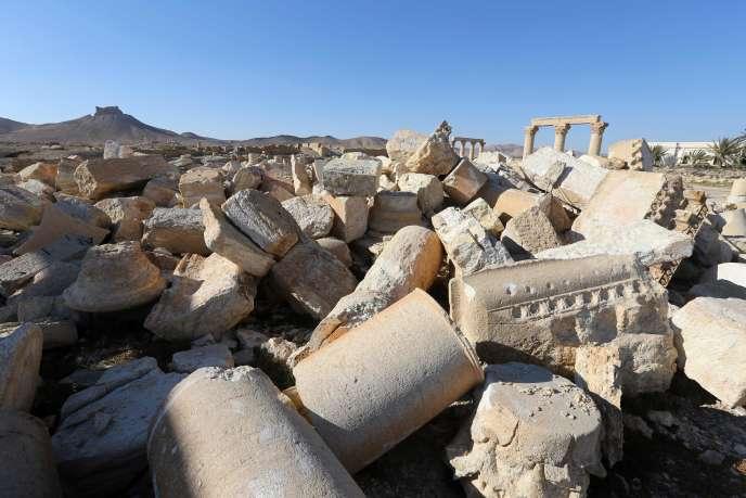 Vue des ruines du temple Baalshmin, détruit par les membres de l'organisation djihadiste Etat islamique (EI) en 2015, dans la cité antique de Palmyre en Syrie.