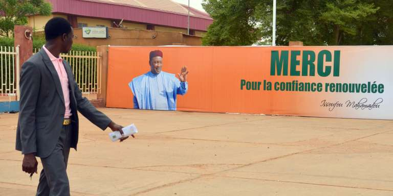 Affiche post-électorale après la réélection, en mars 2016, du président Mahamoud Issofou à la tête de l'Etat nigérien.