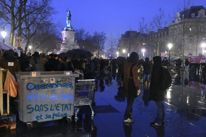 Place de la République à Paris, le 2avril, lors de la troisième Nuit debout.