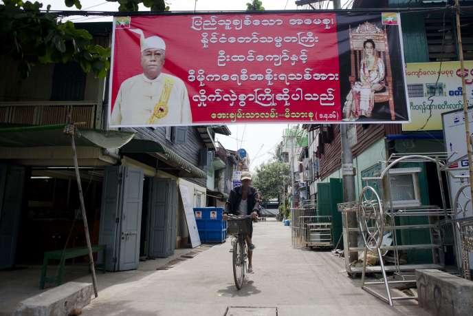Banderole à la gloire du nouveau président Htin Kyaw et d'Aung San Suu Kyi dans une rue de Rangoun, le 2 avril.