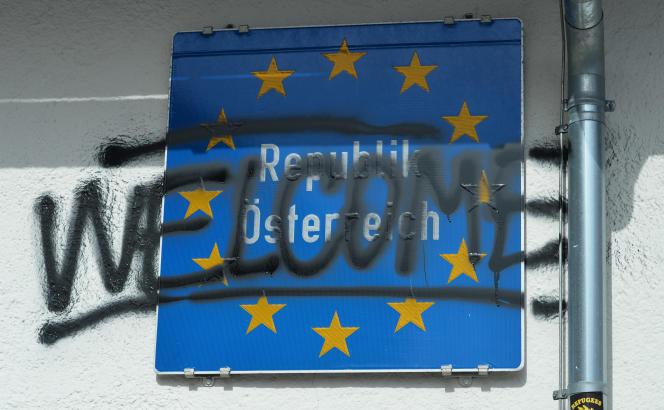 En Autriche, la nouvelle loi prévoit la possibilité de proclamer un « état d'urgence » migratoire, bloquant les migrants aux frontières.
