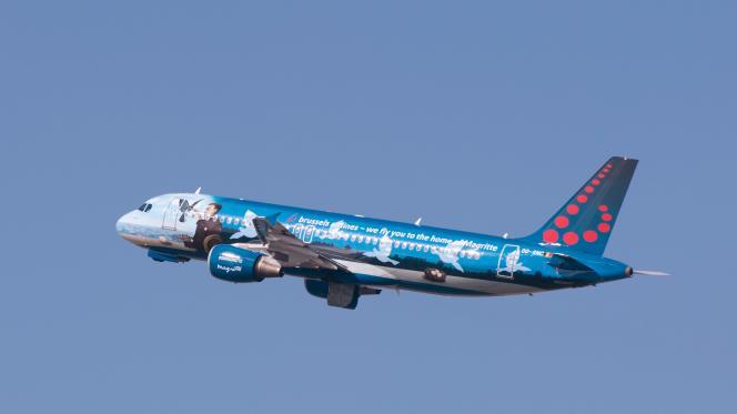 Un premier avion quitte, le 3 avril,  l'aéroport de  Zaventem, après les attaques  suicides qui ont frappé la capitale belge, Bruxelles le 22 mars.