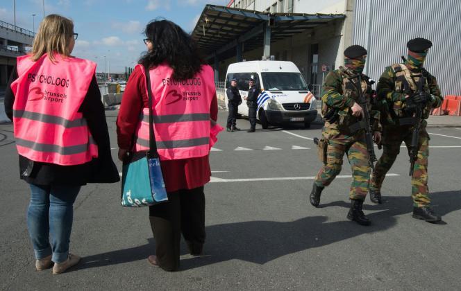 Patrouille militaire à l'aéroport de Zaventem.