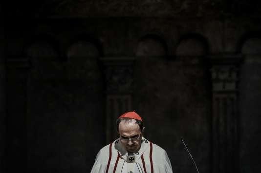Le cardinal Barbarin lors d'une messe dans la Cathédrale Saint-Jean à Lyon, le 3 avril.