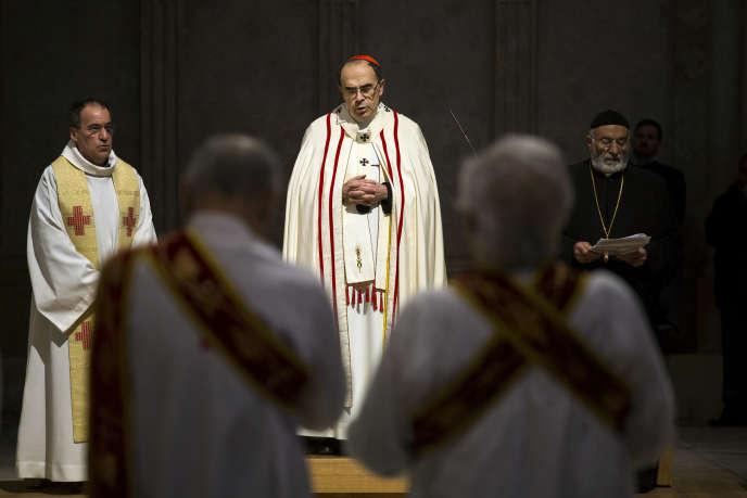 Le cardinal Philippe Barbarin, lors d'une messe dans la cathédrale Saint-Jean, à Lyon, en avril 2016.