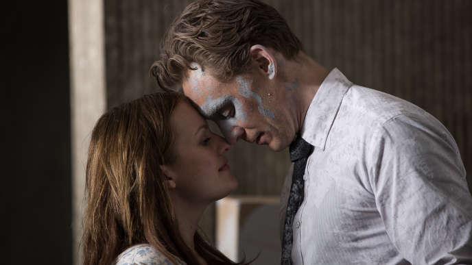 Elisabeth Moss et Tom Hiddleston dans le film «High-Rise».