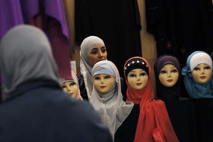 La Foire musulmane, en marge de la Rencontre Annuelle des Musulmans de France, au parc des expositions du Bourget, en 2012.