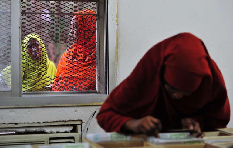 Dans un bureau de vote à Djibouti, en pleine préparation des élections, le 22 mars.