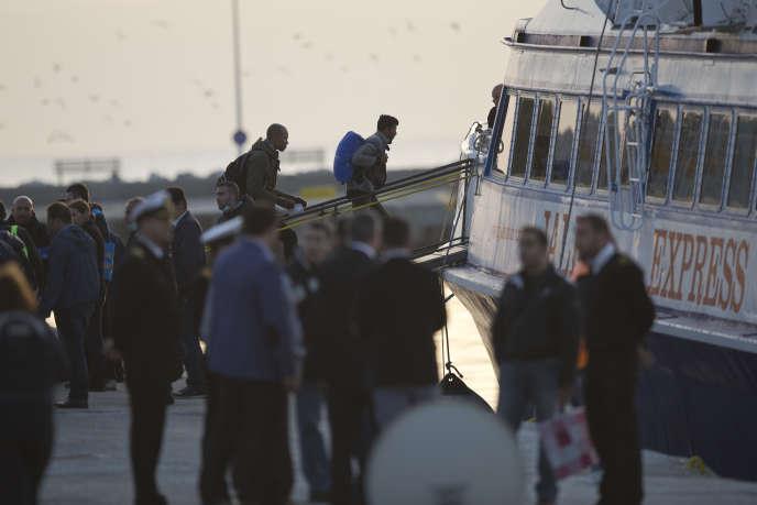 Un premier ferry turc avec à son bord des dizaines de personnes a quitté le port de Mytilène à Lesbos, dans la matinée du 4 avril.