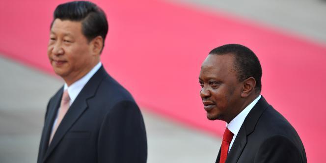 Le président chinois Xi Jinping (à gauche) et le président kényan Uhuru Kenyatta à Pékin, le 19 août 2013.