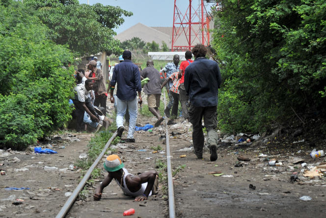 Lors d'un raid contre des vendeurs de drogue à Abidjan, le 28 mai 2013.