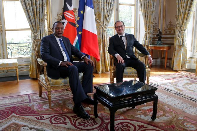 Les présidents français et kényan François Hollande et Uhuru Kenyatta, à l'Elysée, le4avril 2016.