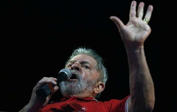 Luiz Inacio Lula da Silva, lors d'un meeting à Sao Paulo, le 4avril.