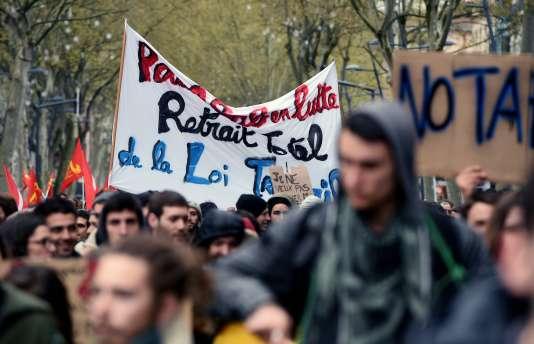 Mardi 5 avril, lycéens et étudiants se sont à nouveau donné rendez-vous dans la rue