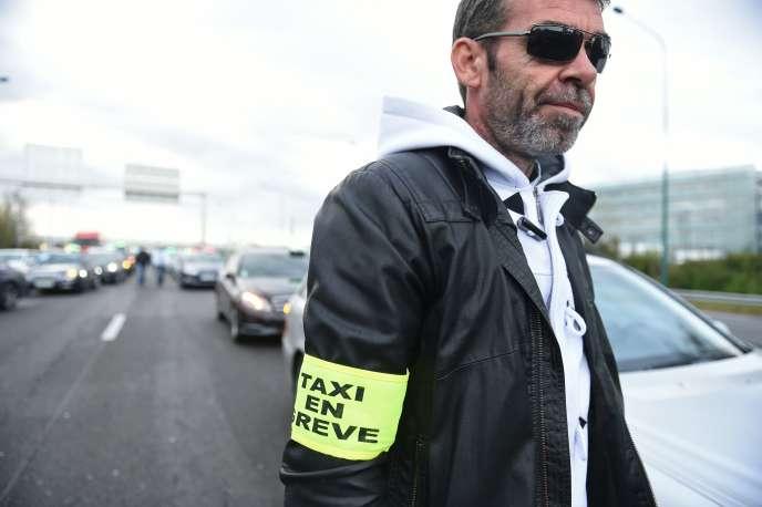 Manifestation des chauffeurs de taxi, à Toulouse, lundi 4 avril.