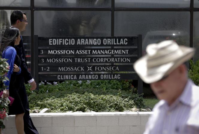 Devant les bureaux de Mossack Fonseca à Panama City, le 5 avril 2016.