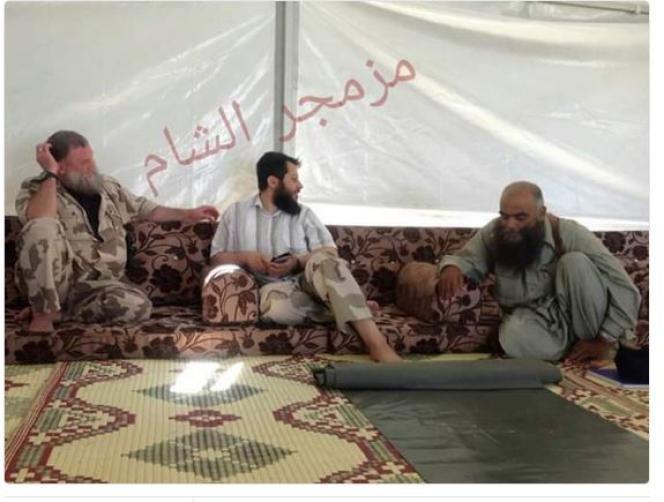 Abou Firas Al-Souri (à droite), Hassan Abboud (au centre) et  Abu Khalid Al Souri.