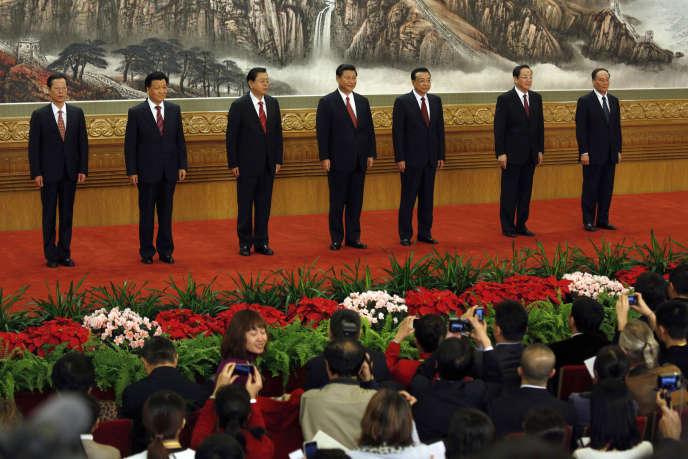 À partir de la gauche, les membres du nouveau Politburo Standing Committee: Zhang Gaoli, Liu Yunshan, Zhang Dejiang, Xi Jinping, Li Keqiang, Yu Zhengsheng and Wang Qishan, rencontrent les journalistes dans le Grand Hall du Peuple, à Pékin, le 15 novembre 2012.