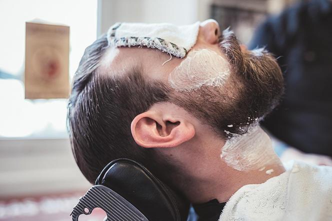Les boutiques de barbiers font leur réapparition dans les capitales et les grands centres urbains d'Europe et des Etats-Unis.