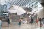 Dans le projet conçu par Daniel Vaniche, un miroir plissé, dès l'atrium du centre commercial Italie 2, émergera du sous-sol, signalant la présence de la salle enfouie, invisible.