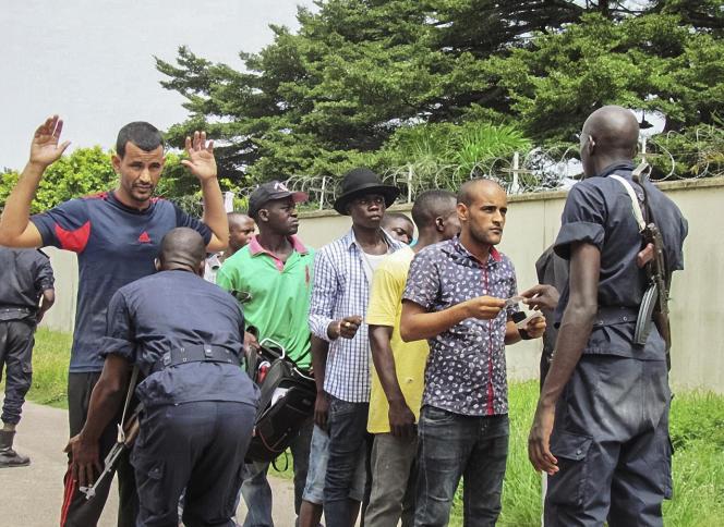 Contrôle de police dans les quartiers sud de Brazzaville, le 4 avril 2016.