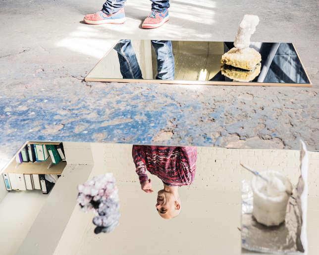 L'artiste Sébastien Reuzé occupe provisoirement l'atelier de Lionel Estève en plein coeur de Molenbeek.
