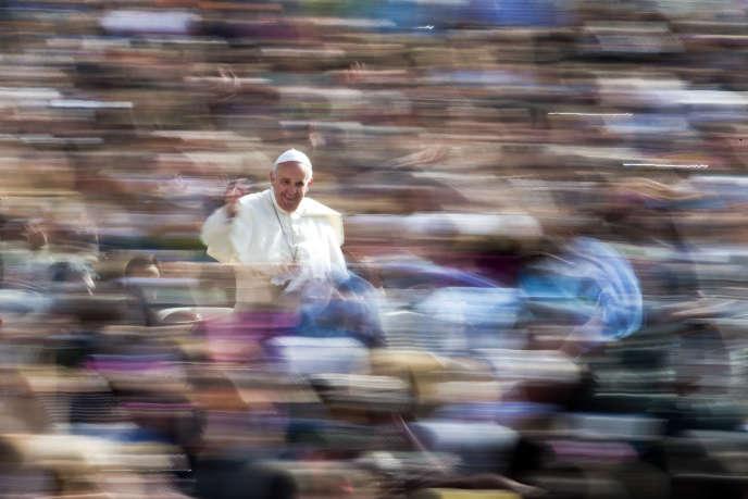 Le pape François au Vatican, le 6 avril 2016.
