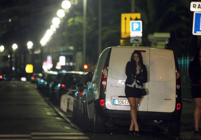 Une prostituée à Nice, en mars.